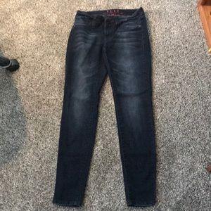 Elle jeans
